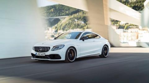 Mercedes-AMG C63 2019 so huu hang loat nang cap hinh anh 1