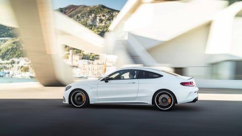Mercedes-AMG C63 2019 so huu hang loat nang cap hinh anh 2