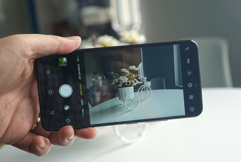 Danh gia Vivo V9: Man hinh lon, camera on hinh anh 5