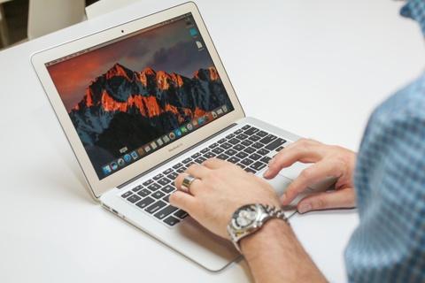 Sap het vong doi, MacBook Air giam gia 3-4 trieu dong tai VN hinh anh
