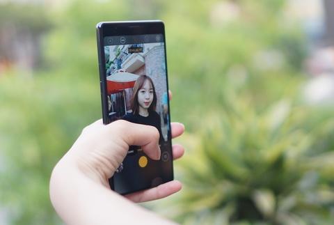 Chi tiet Bphone 3 - dang dep, camera AI, co chong nuoc hinh anh 14