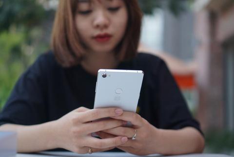 Chi tiet Bphone 3 - dang dep, camera AI, co chong nuoc hinh anh 16