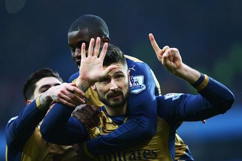 Arsenal thu hung Man City: Cuoc choi cua cac 'dai phao' hinh anh