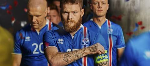 18 nam qua, Deschamps con no Iceland mot loi xin loi hinh anh