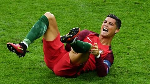 Ronaldo phai ngoi ngoai it nhat 1 thang hinh anh