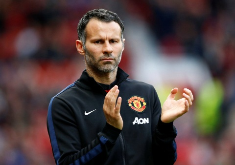 giggs duoc swansea lien he hinh anh