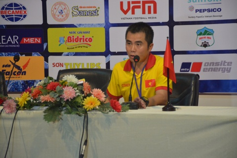 HLV Pham Minh Duc: 'Doi cua toi khong co duoc su may man' hinh anh