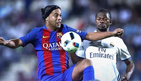 Ronaldinho toa sang, nhan chim doi cac huyen thoai Real hinh anh