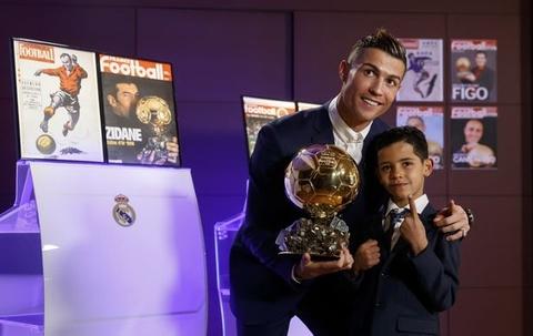 Con trai tai hien sieu pham da phat thuong hieu Ronaldo hinh anh