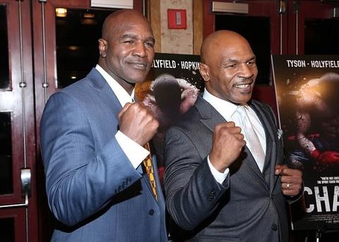 Tron 20 nam khoanh khac kinh di Mike Tyson can tai Holyfield hinh anh 14