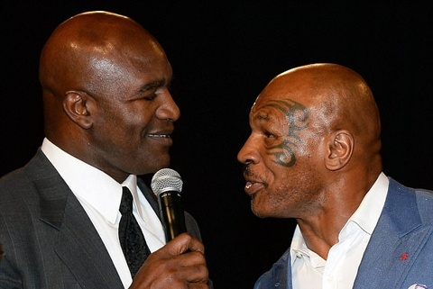 Tron 20 nam khoanh khac kinh di Mike Tyson can tai Holyfield hinh anh 5