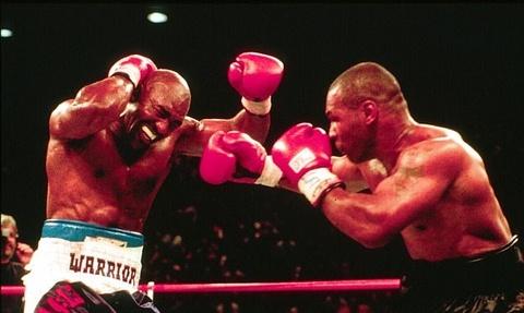 Tron 20 nam khoanh khac kinh di Mike Tyson can tai Holyfield hinh anh 7