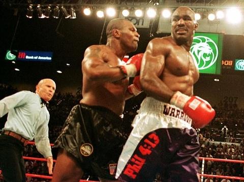 Tron 20 nam khoanh khac kinh di Mike Tyson can tai Holyfield hinh anh 8