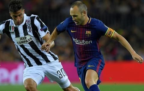 Messi xuat sac, nhung vinh quang thuoc ve Iniesta hinh anh