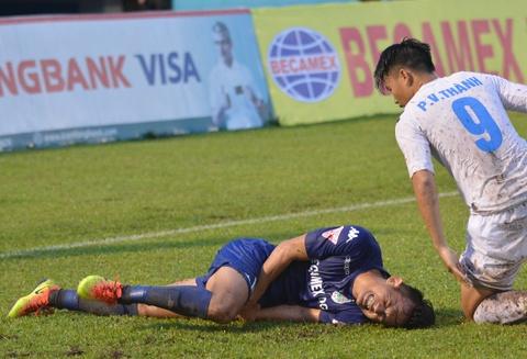 Vua ve nuoc, Doan Van Hau phai ra san 'cay ai' o V.League hinh anh 8