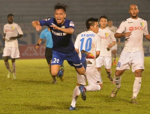 Vua ve nuoc, Doan Van Hau phai ra san 'cay ai' o V.League hinh anh 4