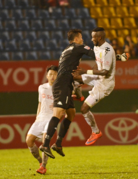 Vua ve nuoc, Doan Van Hau phai ra san 'cay ai' o V.League hinh anh 3