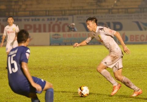 Vua ve nuoc, Doan Van Hau phai ra san 'cay ai' o V.League hinh anh 2