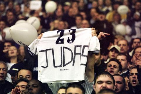 Sol Campbell: Tu Judas den nguoi khong lo cua Arsenal hinh anh 2