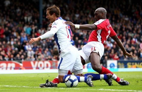 Sol Campbell: Tu Judas den nguoi khong lo cua Arsenal hinh anh 4