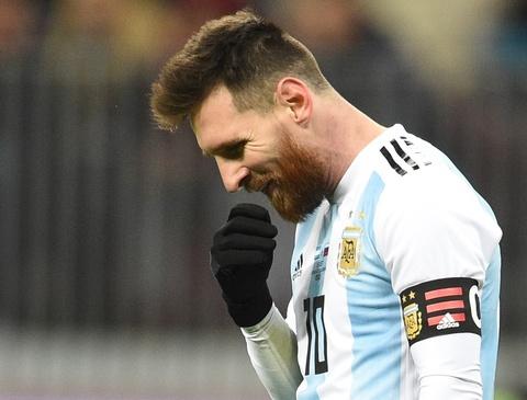 Co Messi, Argentina van gian nan trong hanh trinh tro thanh so 1 hinh anh