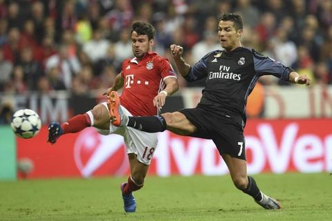 Bayern Munich som 'di guoc trong bung' Real Madrid hinh anh