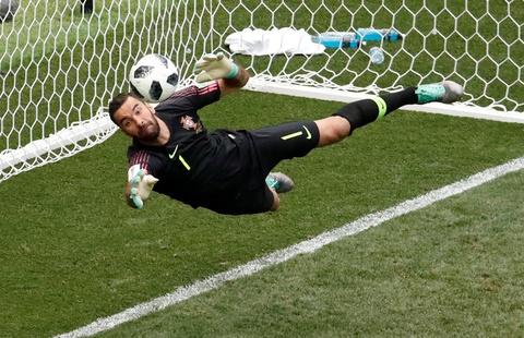 Nhin Ronaldo, Messi co thay nghet tho? hinh anh 2