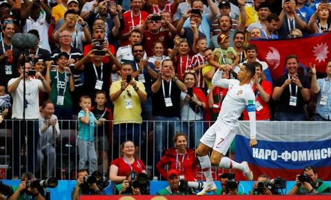 Nhin Ronaldo, Messi co thay nghet tho? hinh anh 1