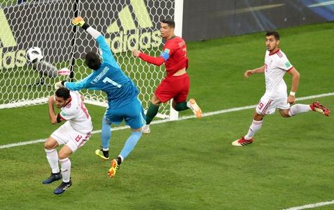 Thu mon Iran can penalty cua Ronaldo: Tu ke lang thang den dem ky dieu hinh anh 3