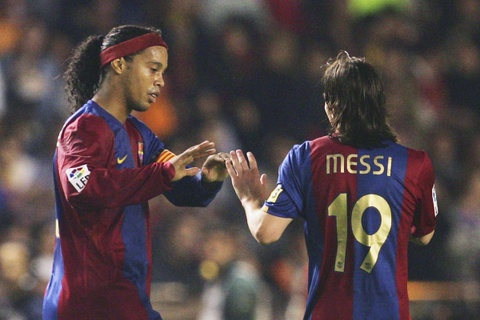 Ronaldinho: 'Chi nguoi ngoai hanh tinh moi danh bai duoc toi va Messi' hinh anh