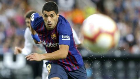 Luis Suarez khong choi te nhu nguoi ham mo nghi hinh anh