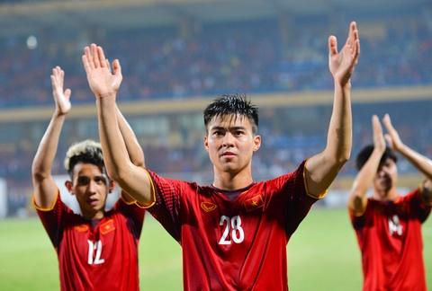 Nha bao Malaysia: 'Chung toi o cua duoi khi gap Viet Nam' hinh anh