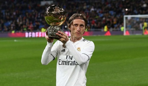 Ronaldo lai thua Modric o hang muc cau thu hay nhat nam hinh anh
