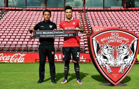 Doi bong Muangthong United chieu mo Dang Van Lam giau co nao? hinh anh 3