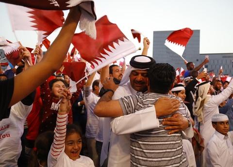 Bien nguoi Qatar do ra duong an mung chuc vo dich Asian Cup hinh anh
