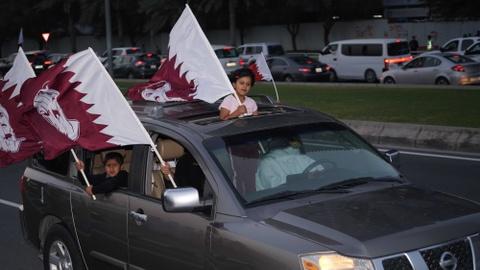 Fan Qatar bieu dien xe hoi chay hai banh mung vo dich Asian Cup hinh anh