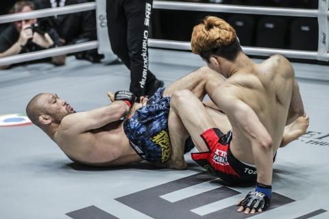 Vo si MMA 43 tuoi ha chong vanh doi thu dang tuoi con minh hinh anh