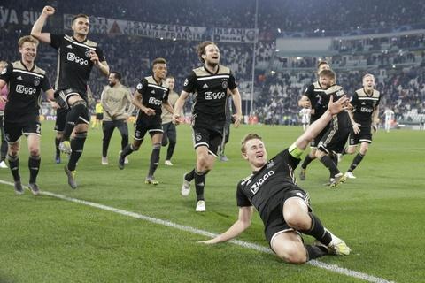 Van der Sar he lo bi mat dang sau su hoi sinh cua Ajax hinh anh 5