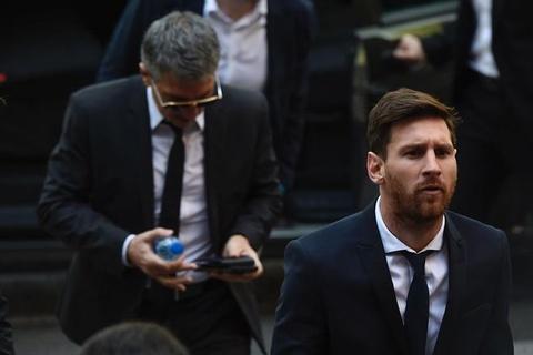 Ronaldo va Messi tron thue tinh quai nhu the nao hinh anh 2