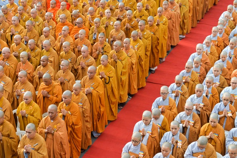 Phong sinh o Ha Noi, Sai Gon, ruoc Phat tai Hue ngay Phat dan hinh anh 5