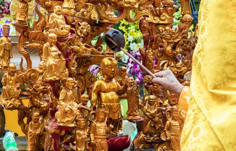 Phong sinh o Ha Noi, Sai Gon, ruoc Phat tai Hue ngay Phat dan hinh anh 16