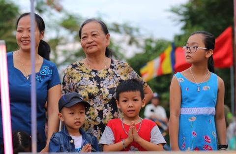 Phong sinh o Ha Noi, Sai Gon, ruoc Phat tai Hue ngay Phat dan hinh anh 14