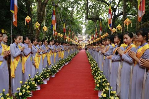 Phong sinh o Ha Noi, Sai Gon, ruoc Phat tai Hue ngay Phat dan hinh anh 10