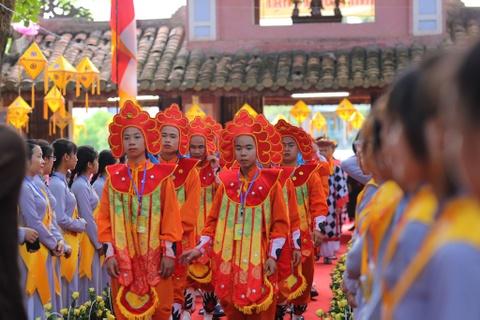 Phong sinh o Ha Noi, Sai Gon, ruoc Phat tai Hue ngay Phat dan hinh anh 11