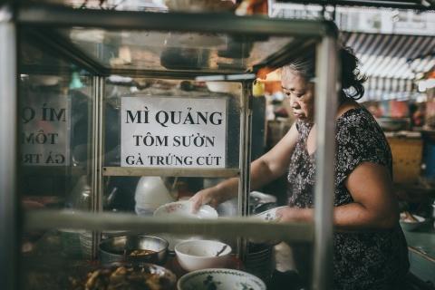 Cho dac san mien Trung doc dao giua long Sai Gon hinh anh