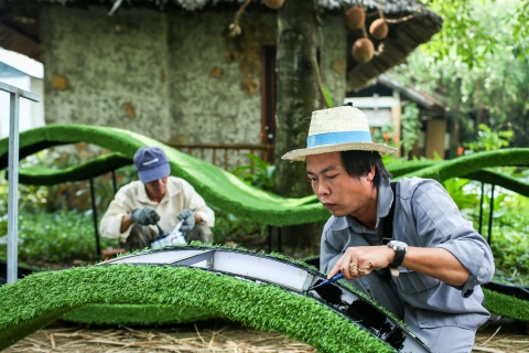 Xuong che tac linh vat duong hoa Nguyen Hue dip Tet hinh anh 8