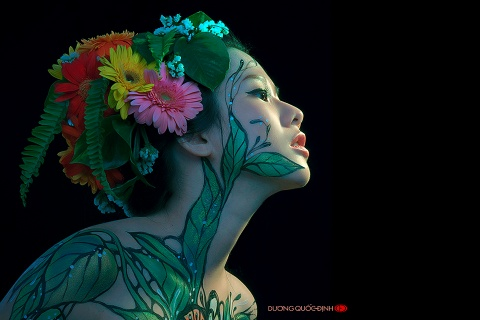 Tiet lo ve nghe day thi phi cua nguoi mau body painting 9X hinh anh