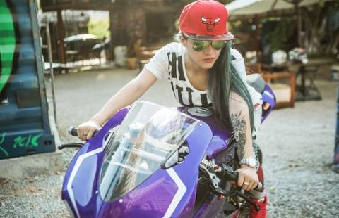 DJ Melo ca tinh ben Ducati 899 Panigale mau doc o Sai Gon hinh anh