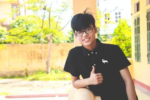 Em trai Son Tung M-TP rang ro ben truong cu hinh anh