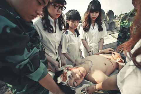 Teen Ninh Binh theo trao luu chup ky yeu 'Hau due mat troi' hinh anh 7